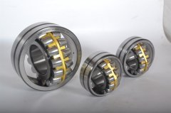Adjustment of axial clearance of spherical roller b